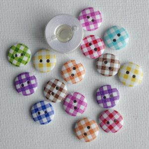1004-wooden-plaid-round-buttons