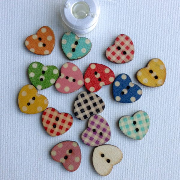 1052-wooden-heart-patterned-natural-buttons