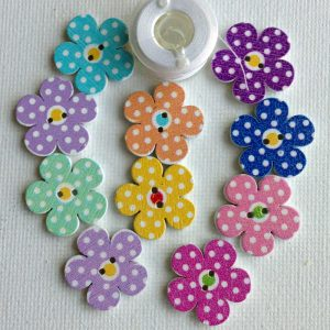 1063-wooden-daisy-buttons-dotted-coloured-centre