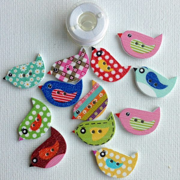 1064-wooden-small-patterned-bird-buttons