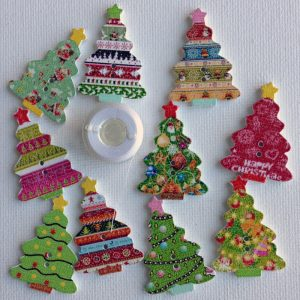 1108-wooden-decorated-christmas-tree-buttons
