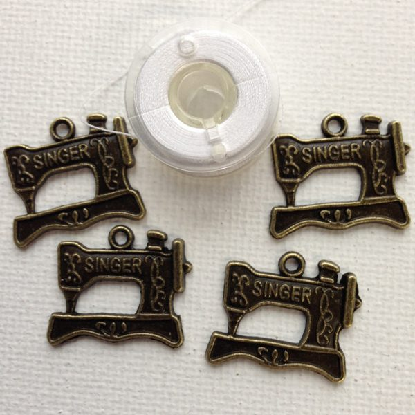 C111-singer-sewing-machine-charms-bronze