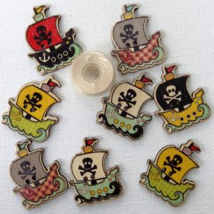 1186-wooden-pirate-ship-buttons